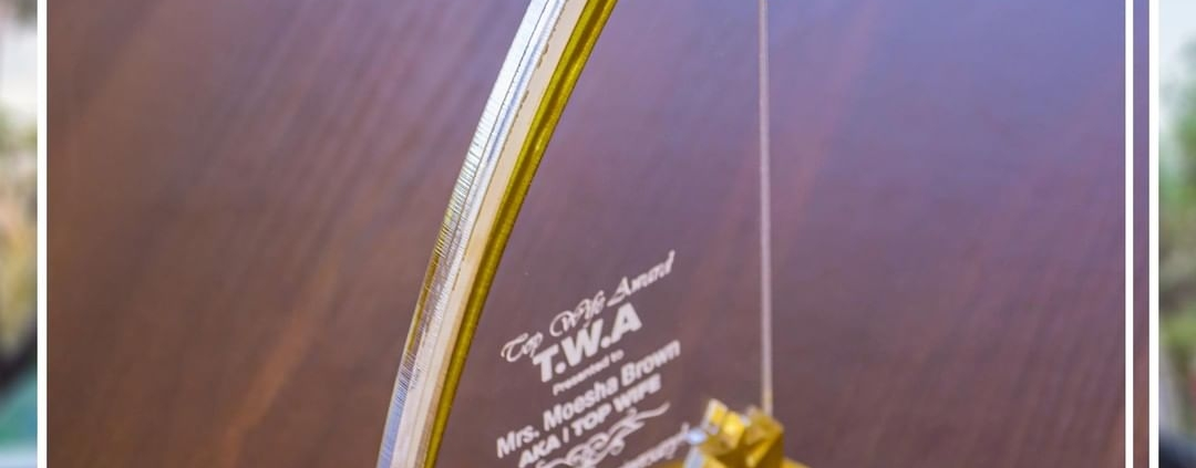 Stylish acrylic awards that deliver your message with excellence Thinking